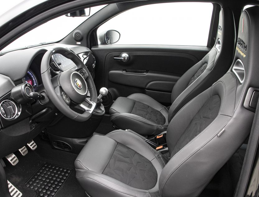 Interior de Abarth 500